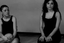 Irene (sulla destra), 28 anni, dedica la vita al sogno di diventare attrice