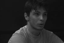 Edoardo, 24 anni, ha lasciato gli studi di Economia per fare ciò che veramente ama: recitare