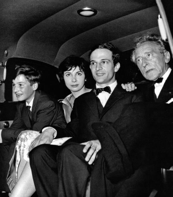 Da sinistra, Jean-Pierre Léaud, Madeleine Morgenstern, François Truffaut e Jean Cocteau a Cannes, nel 1959, per la premiére de I 400 colpi