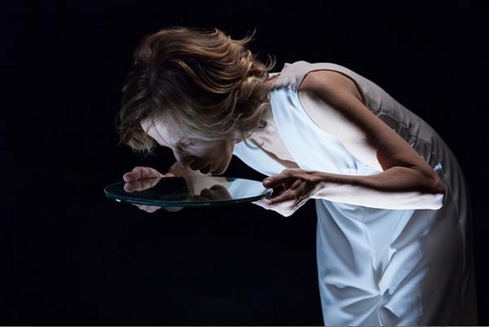 """Il ballo"""": Sonia Bergamasco nella favola nera di Irène"""